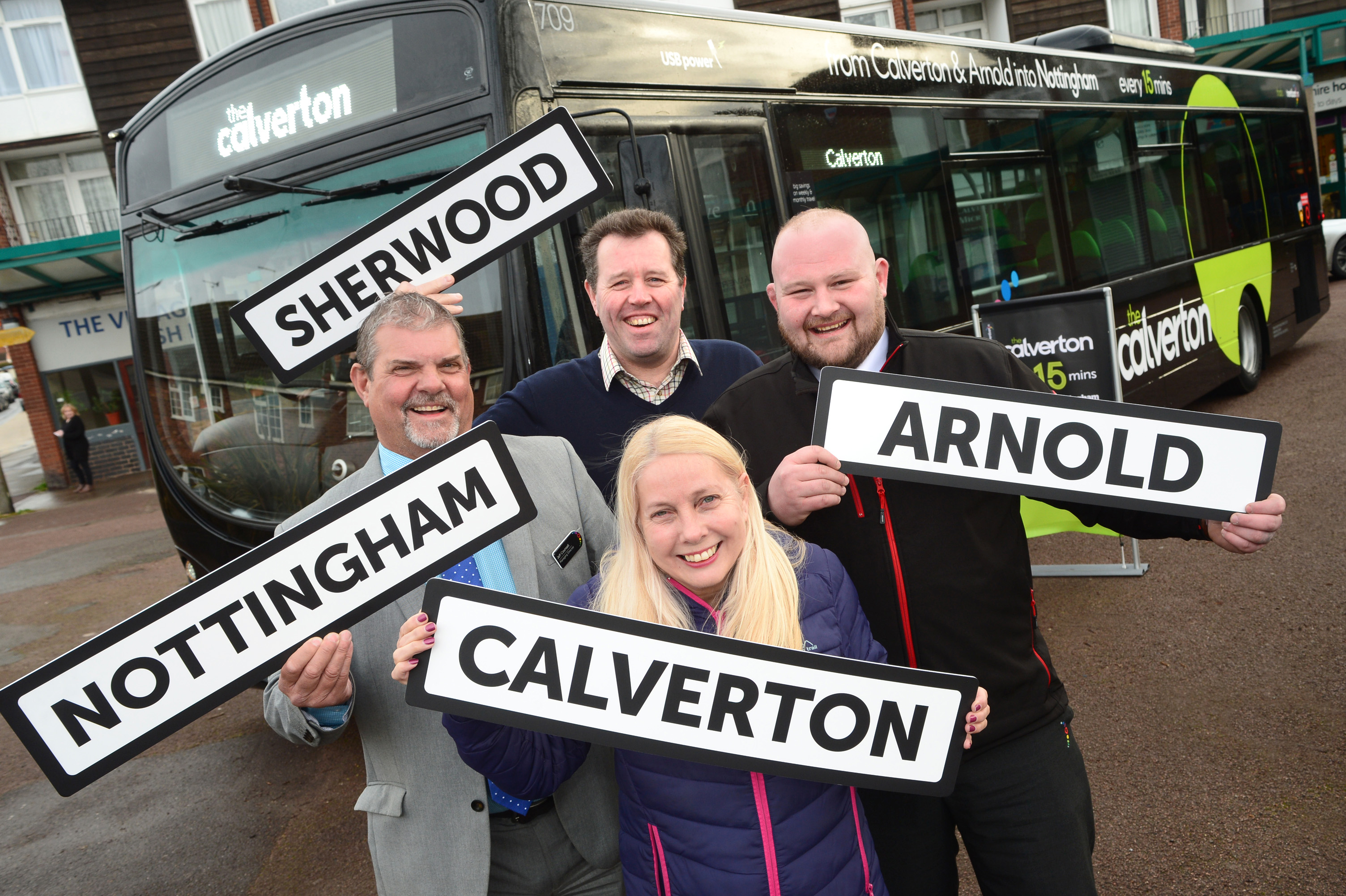 (l-r) trentbarton MD Jeff Counsell, Mark Spencer MP, Gedling Borough Councillor Jane Walker and the calverton driver Kyle Banbury.