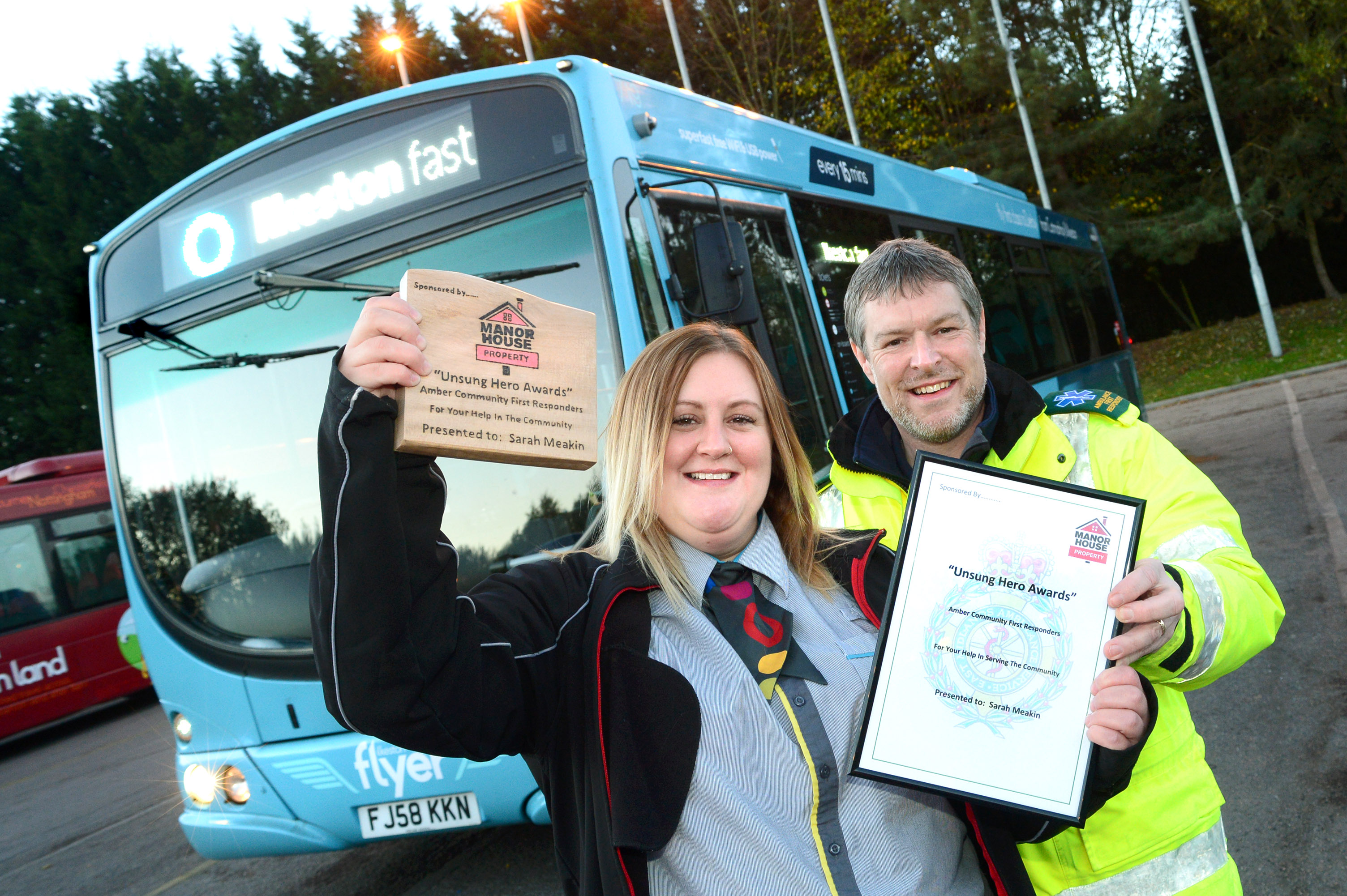 Bus driver Sarah's help for girl wins award